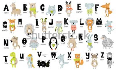 Image Affiche de vecteur avec des lettres de l'alphabet avec des animaux de dessin animé pour les enfants dans un style scandinave. Police de zoo graphique dessiné à la main. Parfait pour carte, étiquet