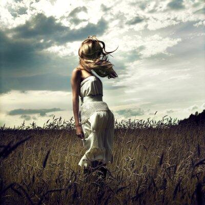 Image Aller femmes dans un champ de blé