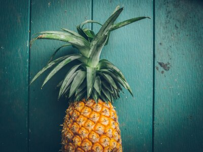 Image Ananas sur la texture du bois