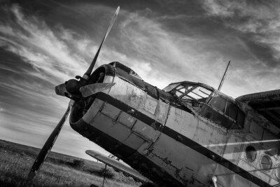 Image Ancien avion sur le terrain en noir et blanc