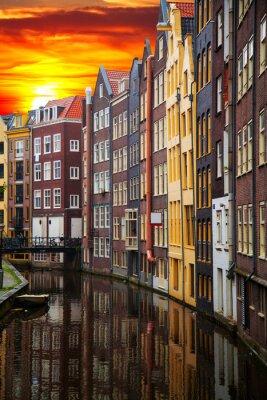 Image Anciens bâtiments traditionnels à Amsterdam