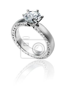 anneau diamod isolé sur blanc