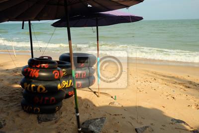 Anneau en caoutchouc pour la natation sur la mer, Cha-am Beach, Phetchaburi, Thaïlande