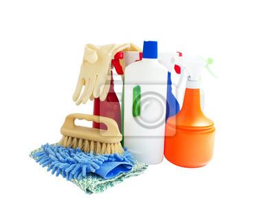 assortiment de produits de nettoyage isolé sur blanc