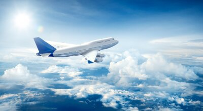Image Avion volant au-dessus des nuages