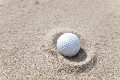 Image Balle de golf dans le piège à sable