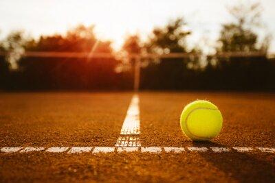 Image Balle sur un court de tennis