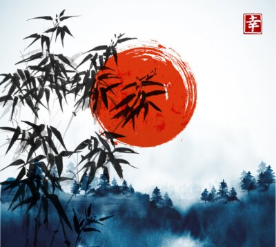 Image Bambous, forêt dans le brouillard et grand soleil rouge dessinés à l'encre à la main. Peinture à l'encre orientale traditionnelle sumi-e, u-sin, go-hua. Contient un hiéroglyphe - le bonheur.