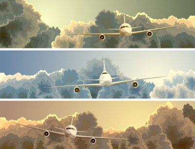Image Bannière horizontale de l'avion parmi les nuages.