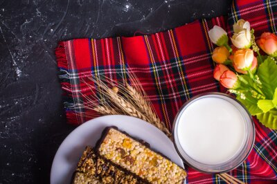 Barres de lait et de céréales. Concept de petit-déjeuner