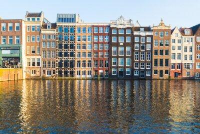 Image Bâtiments le long du Damrak pendant la journée à Amsterdam