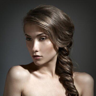 Image Beau portrait de femme. Cheveux longs Brown