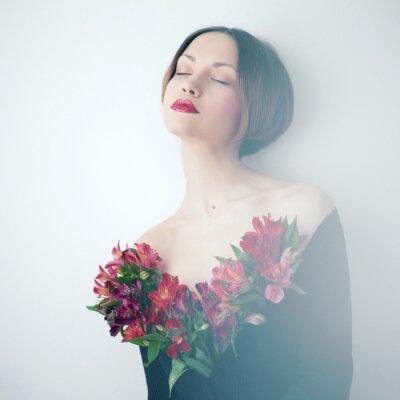 Image Belle dame avec des fleurs