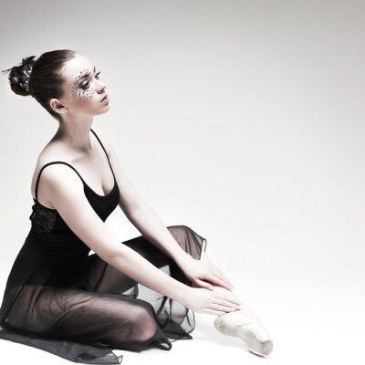 Image Belle danseuse, danseuse moderne pose sur le studio
