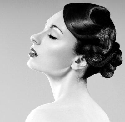 Image belle femme avec coiffure professionnelle