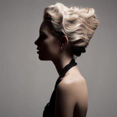 Image Belle femme blonde. Mode Rétro image.