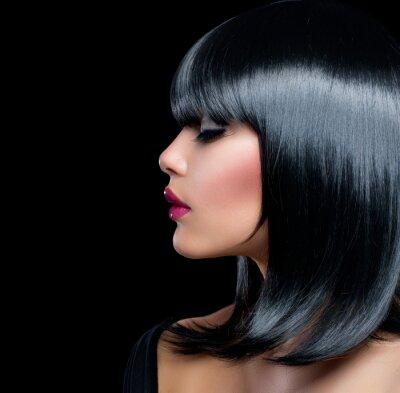 Image Belle Fille Brunette. Beauté femme aux cheveux courts noir