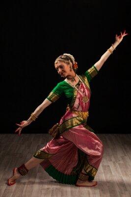 Image Belle fille danseuse de danse classique indienne Bharata Natyam