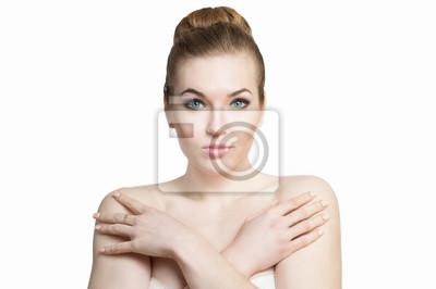 Belle fille sans maquillage sur un fond blanc