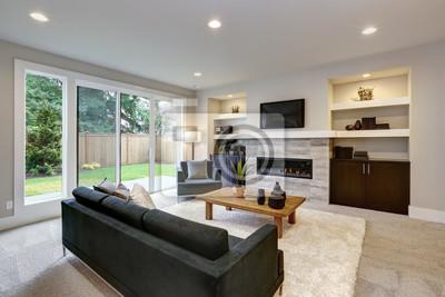 Image: Belle intérieur moderne de salon avec mur de pierre et cheminée