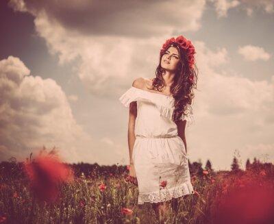 Image Belle jeune fille brune en pavot déposée
