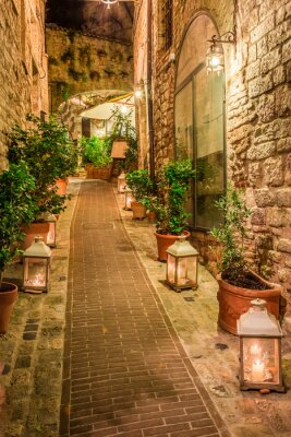 Image Belle rue décorée dans une petite ville en Italie, Ombrie