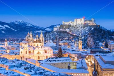 Image Belle vue sur la ville historique de Salzbourg avec le festival Hohensalzburg en hiver, Salzbourg, Autriche