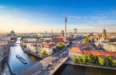 Image Berlin skyline panorama avec la tour de la télévision et de la rivière Spree au coucher du soleil, Allemagne