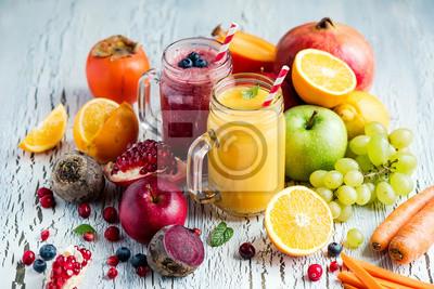 Berry, smoothie de légumes et de fruits, vitamine de désintoxication saine ou