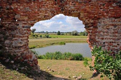 Image Besiekiery, ruiny gotyckiego zamku, Polska
