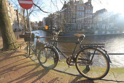 Image Bicyclettes, bordure, pont, sur, les, canaux, Amsterdam, Pays-Bas