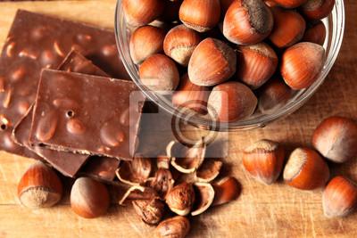 bol de noisettes et chocolat