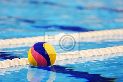 Image Boule d'eau colorée dans la piscine
