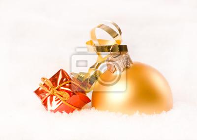 boules de Noël avec petite boîte cadeau