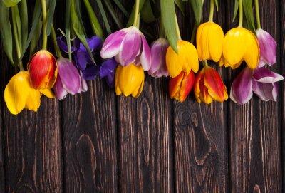 Image Bouquet de tulipes sur bois