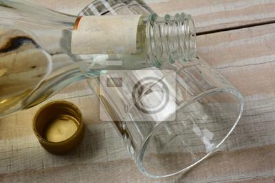 Bouteille d'alcool sur verre