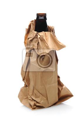 Bouteille de bière dans le sac papier