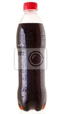 Bouteille froide de cola sur fond blanc