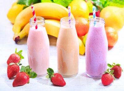 Image Bouteilles de smoothie aux fruits frais