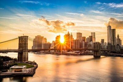 Image Brooklyn Bridge and the Lower Manhattan skyline at sunset