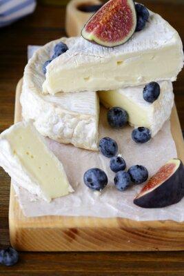 Image Camembert, figues, myrtilles
