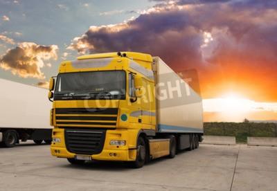 Image Camion - transport de marchandises avec le soleil
