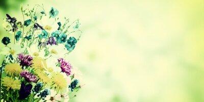 Image Carte postale vintage avec des fleurs sauvages