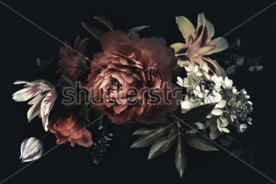 Image Carte vintage florale avec des fleurs. Pivoines, tulipes, lis, hortensias sur fond noir. Modèle pour la conception d'invitations de mariage, salutations de vacances, carte de visite, emballage de
