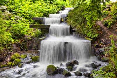 Image cascade en cascade dans le parc Planten un Blomen à Hambourg