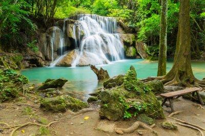Image Cascade Huai Mae Khamin dans la province de Kanchanaburi, Thaïlande.