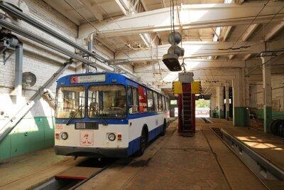 Image Chariot, debout, trolleybus, dépôt