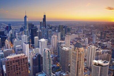 Image Chicago. Vue aérienne du centre-ville de Chicago au crépuscule d'en haut.