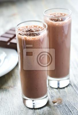 Chocolate smoothie lunettes sur fond de bois
