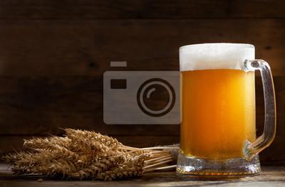 chope de bière avec des épis de blé
